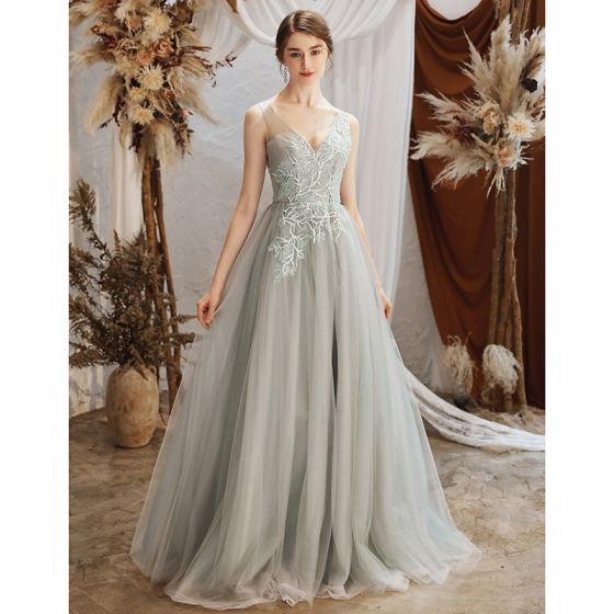 Eleganckie Szary Przezroczyste Sukienki Wieczorowe 2020 Princessa V-Szyja Bez Rękawów Aplikacje Z Koronki Frezowanie Długie Wzburzyć Bez Pleców Sukienki Wizytowe