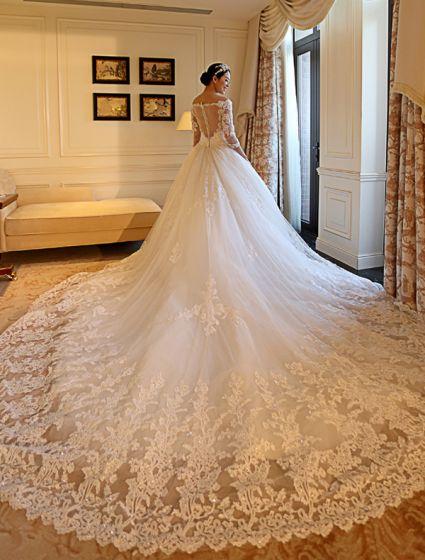 Bedövning En Linje Av Axeln Applikationer Spets Hjärtformade Tillbaka Bröllopsklänning Med 1,5 Avslutande