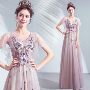 Schöne Violett Ballkleider 2020 A Linie V-Ausschnitt Applikationen Spitze Blumen Perlenstickerei Kristall Kurze Ärmel Rückenfreies Lange Festliche Kleider