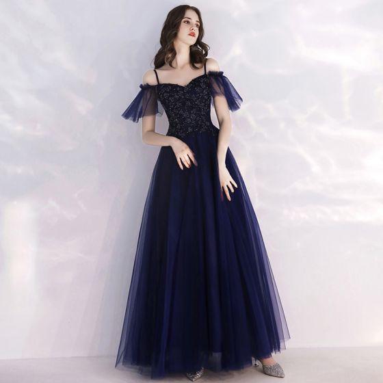 Niedrogie Granatowe Sukienki Wieczorowe 2019 Princessa Spaghetti Pasy Kótkie Rękawy Frezowanie Długie Wzburzyć Bez Pleców Sukienki Wizytowe