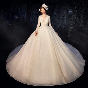 Piękne Szampan Suknie Ślubne 2020 Suknia Balowa Głęboki V-Szyja Długie Rękawy Bez Pleców Cekinami Tiulowe Przebili Aplikacje Z Koronki Frezowanie Perła Trenem Katedra Wzburzyć