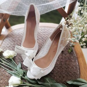 Elegante Witte Kant Bloem Strik Bruidsschoenen 2020 8 cm Naaldhakken / Stiletto Spitse Neus Huwelijk Pumps