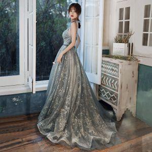 Sjarmerende Selskapskjoler 2020 Prinsesse V-Hals Glitter Beading Rhinestone Paljetter Uten Ermer Ryggløse Feie Tog Formelle Kjoler