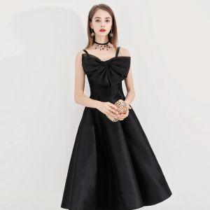 Simple Noire de retour Robe De Graduation 2020 Princesse Bretelles Spaghetti Noeud Sans Manches Dos Nu Thé Longueur Robe De Ceremonie