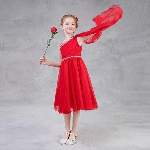 Schöne Rot Chiffon Mädchenkleider Mit Schal 2018 A Linie One-Shoulder Ärmellos Strass Stoffgürtel Wadenlang Rüschen Rückenfreies Kleider Für Hochzeit
