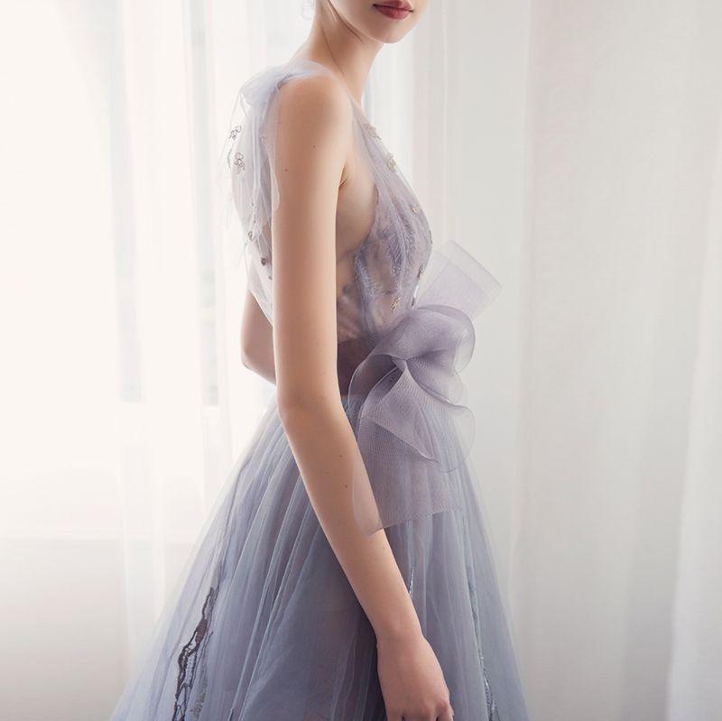 Mode Abendkleider 2017 V-Ausschnitt Ärmellos Silber Tülle Rüschen Schleife Stoffgürtel Rückenfreies Festliche Kleider Sweep / Pinsel Zug