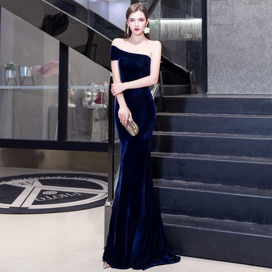 Eleganckie Jednolity kolor Granatowe Sukienki Wieczorowe 2020 Syrena / Rozkloszowane Zamszowe Jedno Ramię Bez Rękawów Bez Pleców Długie Sukienki Wizytowe