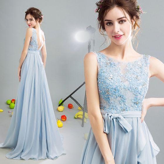 Vestido azul cielo brillante