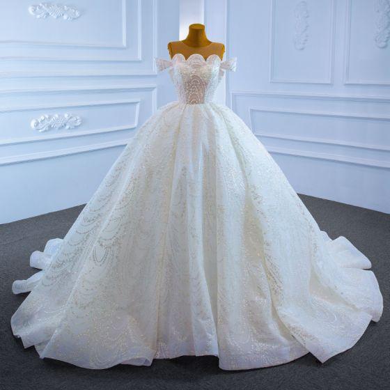Magnífico Blanco Boda Vestidos De Novia 2021 Ball Gown Transparentes Scoop Escote Manga Corta Hecho a mano Rebordear Perla Glitter Tul Chapel Train Ruffle