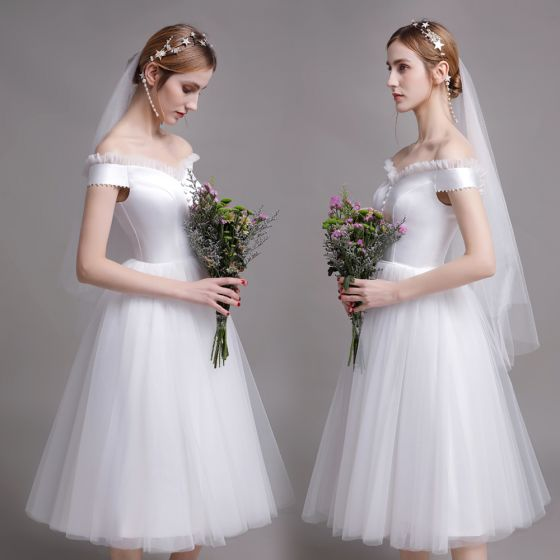 Schlicht Einfarbig Weiß Brautkleider / Hochzeitskleider 2019 A Linie Off Shoulder Ärmellos Rückenfreies Knielang