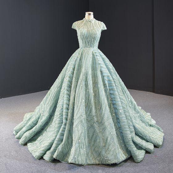 Czarujący Szałwia Zielony Sukienki Na Bal 2020 Suknia Balowa Przezroczyste Wysokiej Szyi Kótkie Rękawy Wykonany Ręcznie Frezowanie Trenem Kaplica Bez Pleców Sukienki Wizytowe