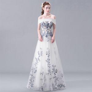Piękne Białe Sukienki Wieczorowe 2017 Princessa Bez Ramiączek Koronkowe Wykonany Ręcznie Haftowane Bez Pleców Frezowanie Wieczorowe Sukienki Wizytowe