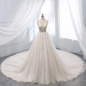 Schöne Champagner Brautkleider / Hochzeitskleider 2019 A Linie Tiefer V-Ausschnitt Perlenstickerei Spitze Blumen Kurze Ärmel Rückenfreies Kapelle-Schleppe
