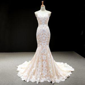 Luxus / Herrlich Champagner Brautkleider / Hochzeitskleider 2020 Meerjungfrau V-Ausschnitt Ärmellos Rückenfreies Applikationen Spitze Kapelle-Schleppe Rüschen