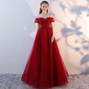 Hermoso Borgoña Vestidos de gala 2018 A-Line / Princess Rebordear Crystal Con Encaje Flor Fuera Del Hombro Sin Espalda Manga Corta Largos Vestidos Formales