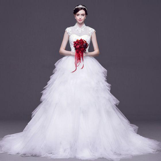 Kinesisk Stil Vita Pierced Bröllopsklänningar 2017 Balklänning Hög Hals Ärmlös Halterneck Appliqués Spets Rhinestone Avtagbar Domstol Tåg