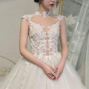 Illusion Champagner Durchsichtige Hochzeits Brautkleider / Hochzeitskleider 2020 Ballkleid Stehkragen Ärmellos Applikationen Spitze Perlenstickerei Kathedrale Schleppe