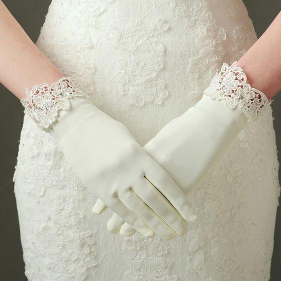 Piękne Kość Słoniowa Ślub 2018 Charmeuse Koronki Frezowanie Rhinestone Rękawiczki Ślubne