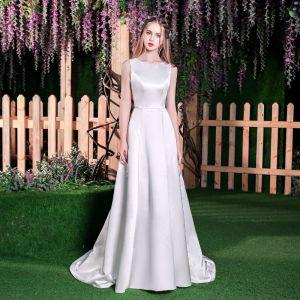 Modest / Simple Ivory Wedding Dresses 2018 A-Line / Princess Scoop Neck Sleeveless Backless Sweep Train Wedding