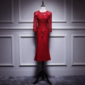 Elegante Burgunderrot Brautmutterkleider 2019 Rundhalsausschnitt 3/4 Ärmel Applikationen Durchbohrt Spitze Wadenlang Rüschen Kleider Für Hochzeit