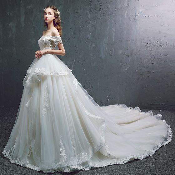 Snygga / Fina Champagne Bröllopsklänningar 2019 Prinsessa Av Axeln Korta ärm Halterneck Appliqués Spets Beading Pärla Chapel Train Ruffle