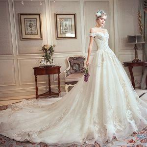 Chic / Belle Champagne Robe De Mariée 2019 Princesse De l'épaule Perlage Faux Diamant En Dentelle Fleur Manches Courtes Dos Nu Royal Train