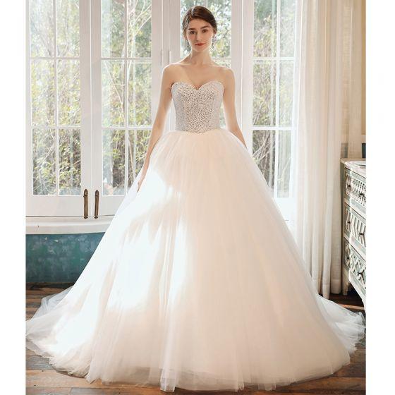 Romantisk Vita Brud Bröllopsklänningar 2020 Balklänning Älskling Ärmlös Halterneck Paljetter Beading Cathedral Train Ruffle