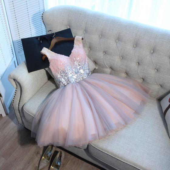 Sexy Perle Rosa Cocktailkjoler 2018 Sløyfe Paljetter V-Hals Uten Ermer Ryggløse Korte Formelle Kjoler