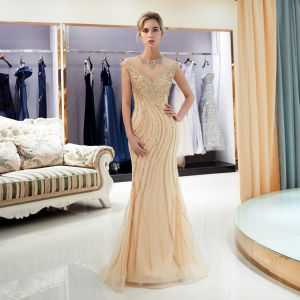 Luxus / Herrlich Gold Durchsichtige Abendkleider 2020 Meerjungfrau Rundhalsausschnitt Ärmellos Handgefertigt Perlenstickerei Sweep / Pinsel Zug Festliche Kleider
