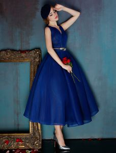 Elegant Royal Blue Homecoming Dress V-neck Tulle Graduation Dress With Metal Sash