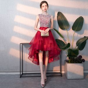 Abordable Rouge Robe De Cocktail 2018 Princesse Encolure Dégagée Sans Manches Perlage Paillettes Noeud Ceinture Asymétrique Volants Robe De Ceremonie