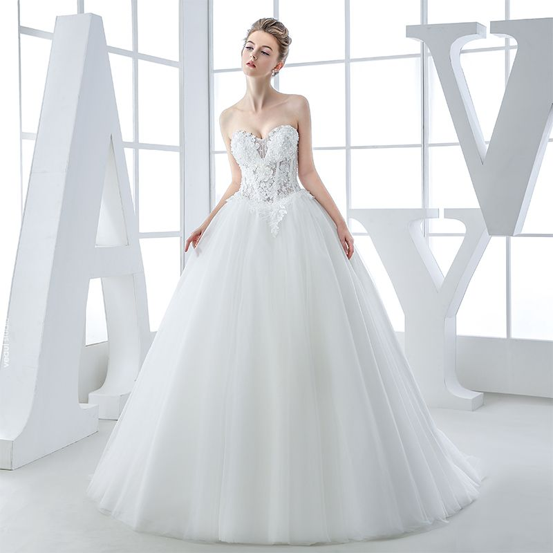 Chic / Beautiful Hall Wedding Dresses 2017 Lace Appliques Sequins Beading Pearl Sweetheart Sleeveless Backless Chapel Train White Ball Gown