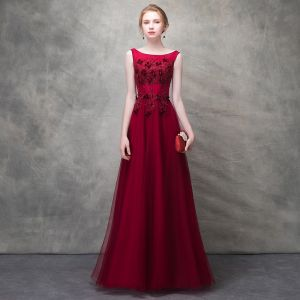 Chic / Beautiful Burgundy Evening Dresses  2017 A-Line / Princess Lace Flower Crystal Artificial Flowers Scoop Neck Backless Sleeveless Ankle Length Formal Dresses