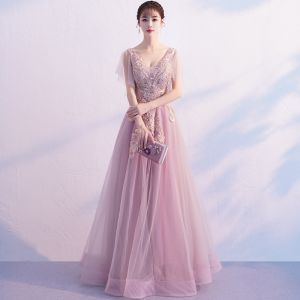 Mode Rosa Abendkleider 2019 A Linie V-Ausschnitt Ärmellos Applikationen Spitze Perle Perlenstickerei Hof-Schleppe Rüschen Rückenfreies Festliche Kleider