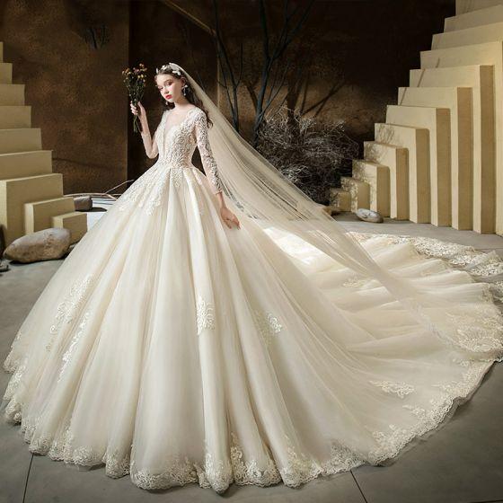 Iluzja Szampan Przezroczyste ślubna Suknie Ślubne 2020 Suknia Balowa Wycięciem 3/4 Rękawy Bez Pleców Przebili Aplikacje Z Koronki Frezowanie Trenem Katedra Wzburzyć
