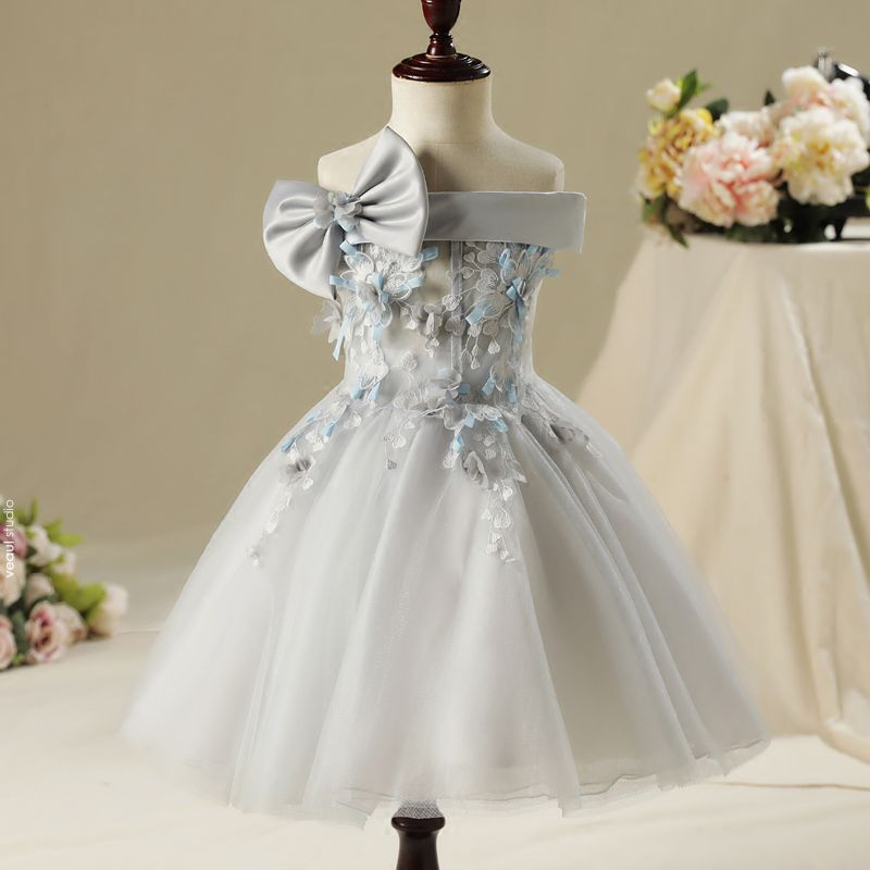 Chic / Beautiful Hall Wedding Party Dresses 2017 Flower Girl Dresses Grey Short Ball Gown Cascading Ruffles Strapless Bow Sleeveless Backless Appliques Flower