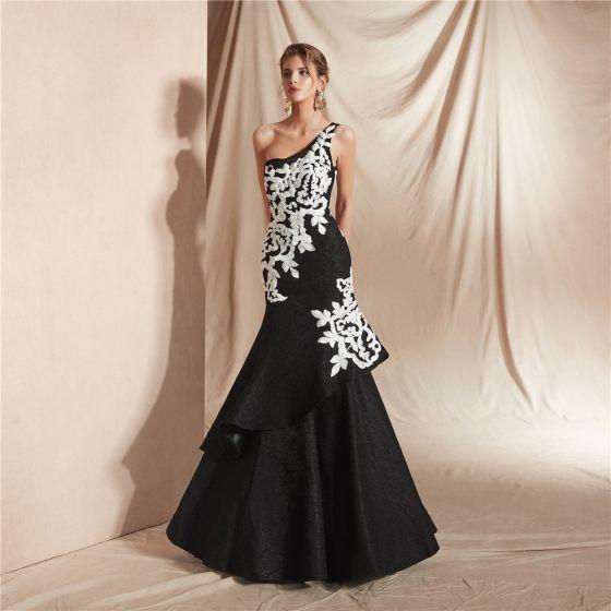 Piękne Czarne Koronkowe Sukienki Wieczorowe 2020 Syrena / Rozkloszowane Jedno Ramię Bez Rękawów Aplikacje Z Koronki Frezowanie Długie Wzburzyć Bez Pleców Sukienki Wizytowe