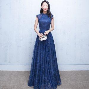 Schöne Marineblau Abendkleider 2017 A Linie Perlenstickerei Perle Rundhalsausschnitt Ärmellos Lange Rüschen Festliche Kleider