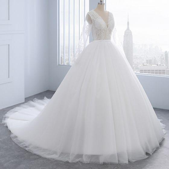 Mode Ivory / Creme Brautkleider 2018 A Linie Perlenstickerei Perle Mit Spitze Blumen Rundhalsausschnitt Lange Ärmel Hof-Schleppe Hochzeit