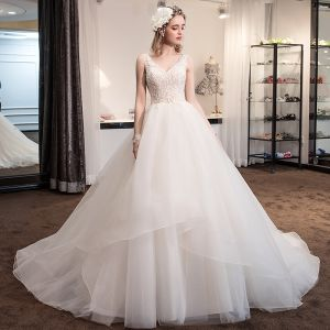 Elegant Champagne Brudekjoler 2018 Ballkjole Blonder Blomst V-Hals Ryggløse Uten Ermer Royal Train Bryllup