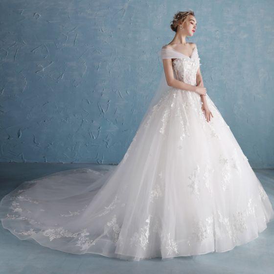 Snygga / Fina Vita Bröllopsklänningar 2018 Prinsessa Älskling Korta ärm Halterneck Appliqués Spets Blomma Beading Pärla Chapel Train Ruffle