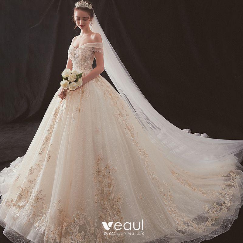 Top 11 des indispensables pour un mariage réussi - Page 2 Luxe-champagne-robe-de-mariee-2019-princesse-de-l-039-epaule-perlage-paillettes-en-dentelle-fleur-sans-manches-dos-nu-cathedral-train-800x800