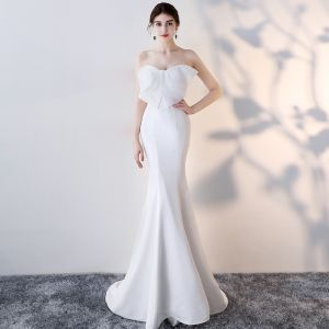 Affordable White Evening Dresses  2018 Trumpet / Mermaid Sweetheart Bow Sleeveless Sweep Train Ruffle Backless Formal Dresses