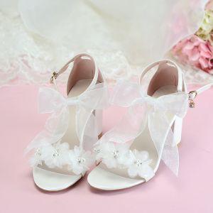 Edles Ivory / Creme Abend Sandalen Damen 2020 Knöchelriemen Applikationen Perle Schleife 7 cm Thick Heels Peeptoes Sandaletten