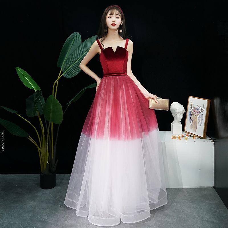 Moderne / Mode Bordeaux Dégradé De Couleur Robe De Soirée 2019 Princesse épaules Sans Manches Ceinture Longue Volants Dos Nu Robe De Ceremonie