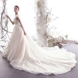 Schöne Champagner Brautkleider / Hochzeitskleider 2019 A Linie Rundhalsausschnitt Perlenstickerei Spitze Blumen Applikationen Ärmellos Königliche Schleppe