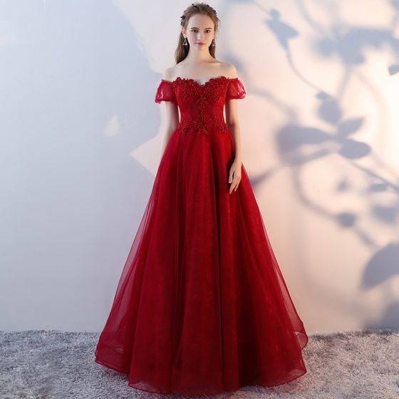 Chic / Beautiful Burgundy Prom Dresses 2018 A-Line / Princess Beading Crystal Lace Flower Off-The-Shoulder Backless Short Sleeve Floor-Length / Long Formal Dresses