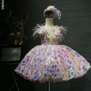 Schick Rosa Geburtstag Blumenmädchenkleider 2020 Ballkleid Durchsichtige V-Ausschnitt Ärmellos Feder Pailletten Blumen Kurze Rüschen Kleider Für Hochzeit