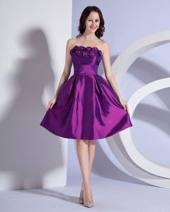 Stylish Ruffles Strapless Knee Length Taffeta Applique Bridesmaid Dresses