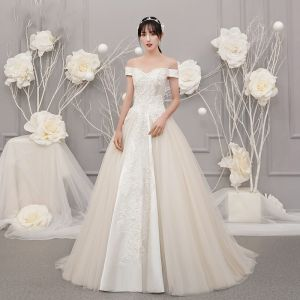 Vintage / Retro Champagne Outdoor / Garden Wedding Dresses 2019 A-Line / Princess Off-The-Shoulder Short Sleeve Backless Appliques Lace Beading Sweep Train Ruffle